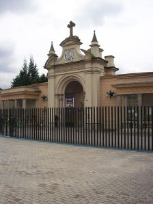 Portada del Cementerio Central